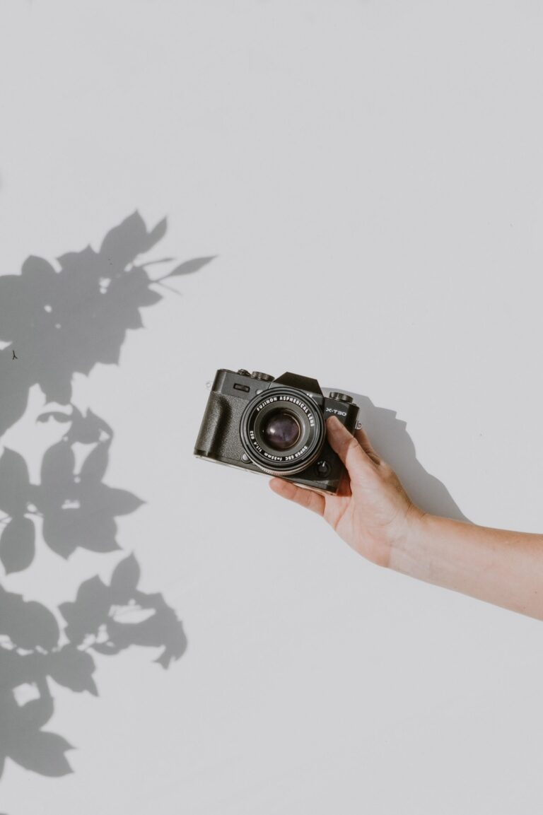 buying a digital camera-a beginners guide For any beginner photographer or a first time buyer of digital camera, choosing and buying a digitalcameracan become a task.
